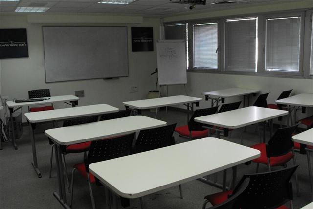 כיתה 102 - 24 מקומות ישיבה