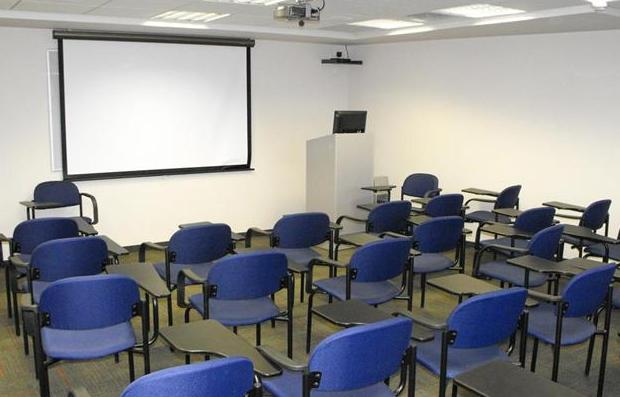 כיתה 402 - 35 מקומות ישיבה