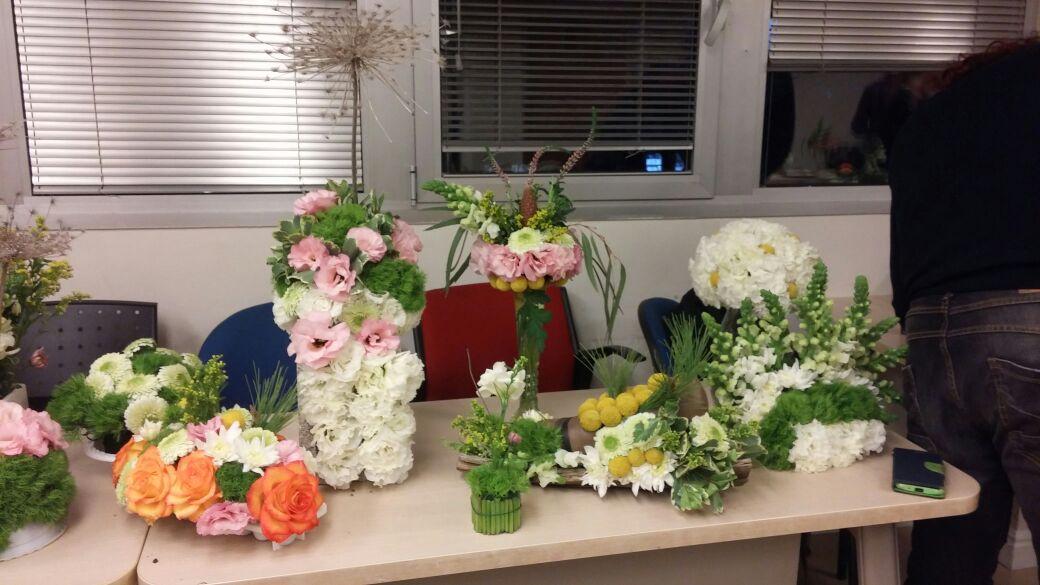 שיעור שזירת פרחים - קורס הפקת אירועים מחזור 16