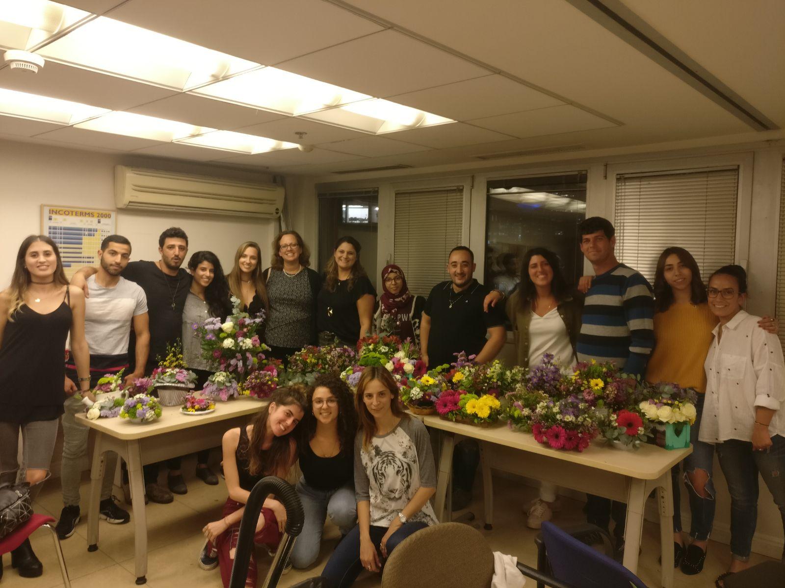 שיעור שזירת פרחים - קורס ניהול והפקת אירועים מחזור 19