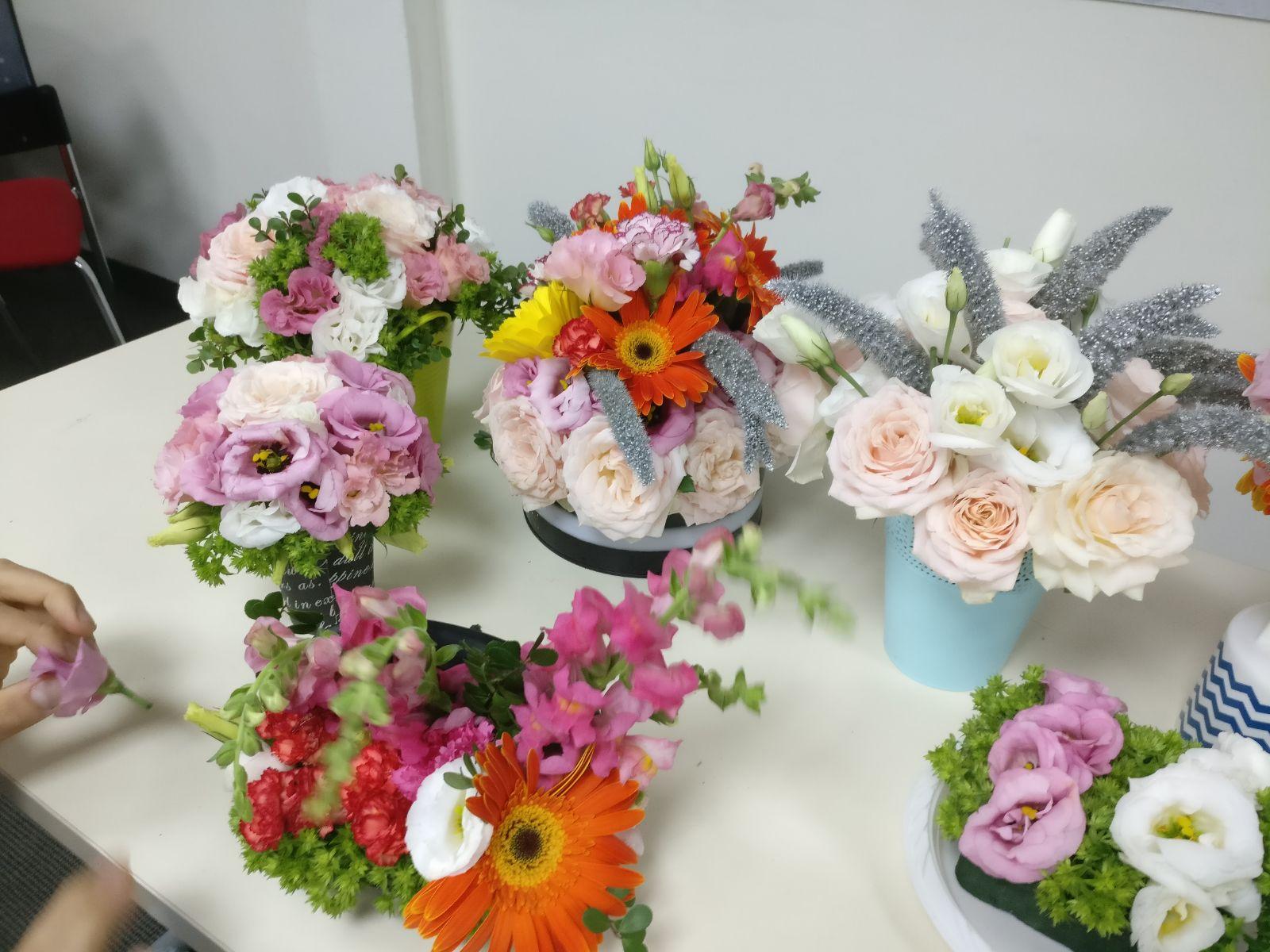שיעור שזירת פרחים - קורס ניהול והפקת אירועים מחזור 20