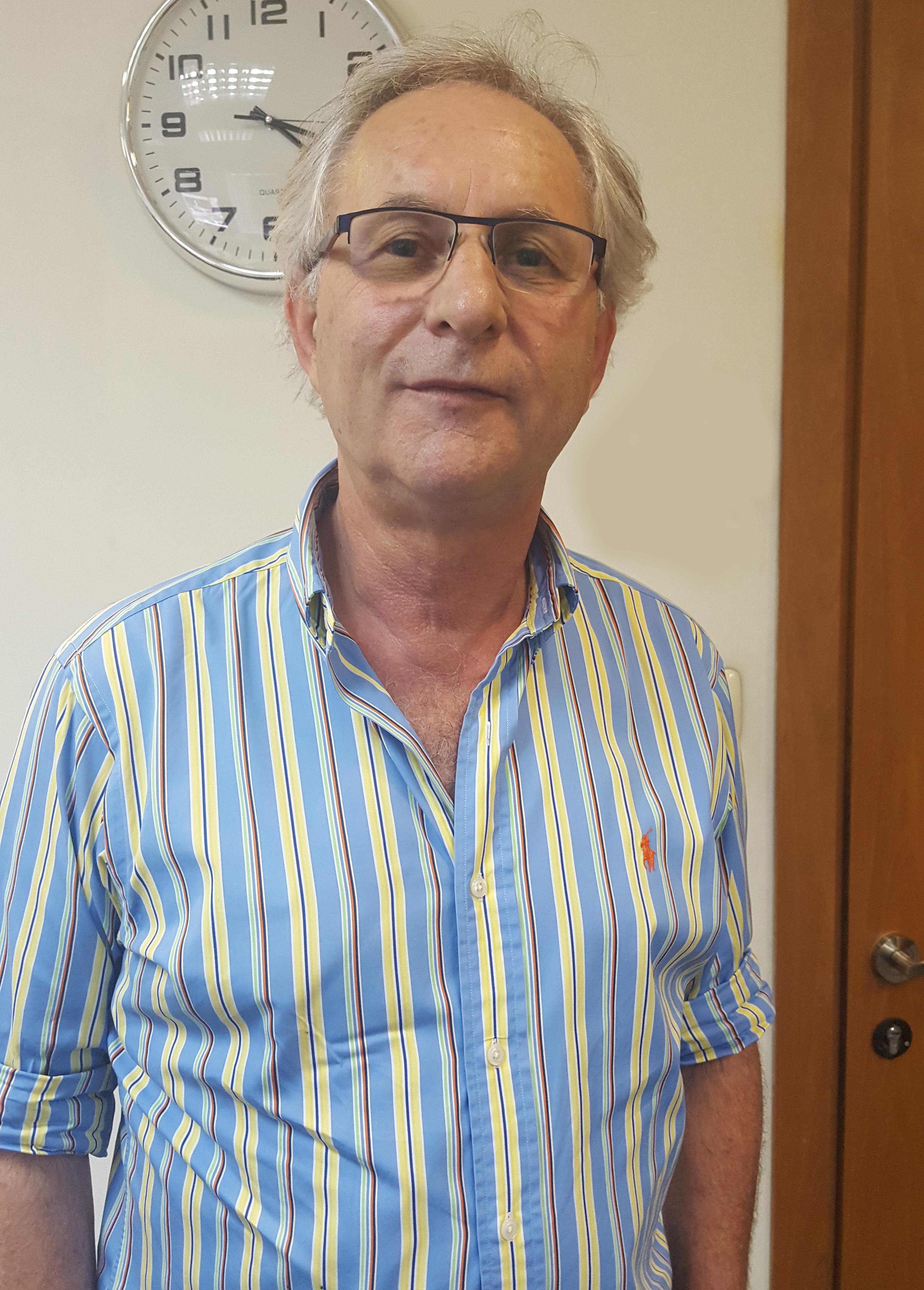מר ישראל הרץ - מרצה למיסוי ושחרור טובין מהמכס במכללה העסקית