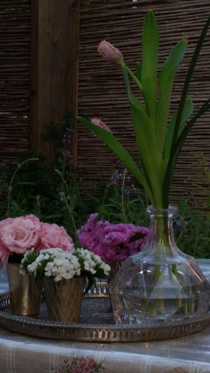 גלרייה - שיעור עיצוב ושזירת פרחים קורס הפקת אירועים מחזור 10, 4 מתוך 9