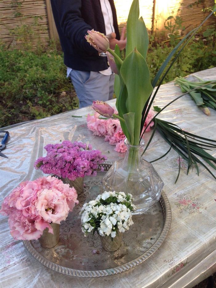 גלרייה - שיעור עיצוב ושזירת פרחים קורס הפקת אירועים מחזור 10, 9 מתוך 9