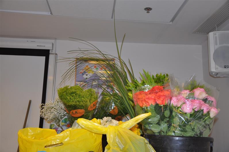 גלרייה - שיעור עיצוב ושזירת פרחים קורס הפקת אירועים מחזור 9, 1 מתוך 38
