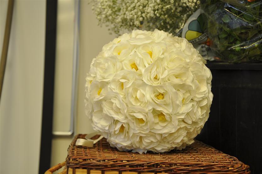גלרייה - שיעור עיצוב ושזירת פרחים קורס הפקת אירועים מחזור 9, 3 מתוך 38