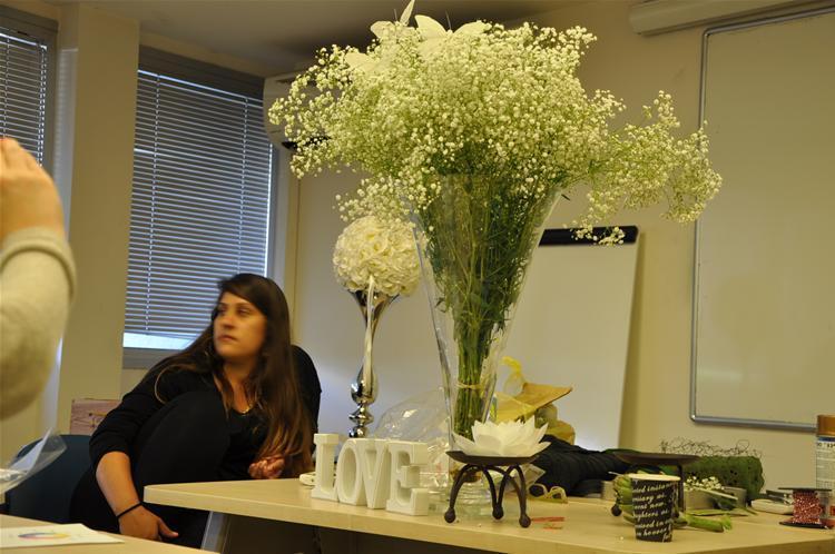 גלרייה - שיעור עיצוב ושזירת פרחים קורס הפקת אירועים מחזור 9, 6 מתוך 38