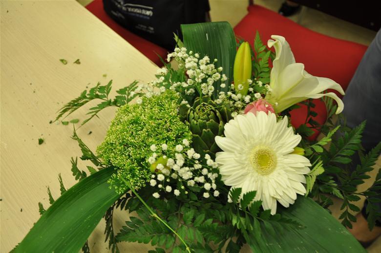 גלרייה - שיעור עיצוב ושזירת פרחים קורס הפקת אירועים מחזור 9, 29 מתוך 38
