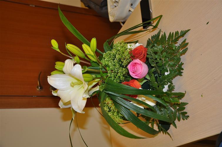 גלרייה - שיעור עיצוב ושזירת פרחים קורס הפקת אירועים מחזור 9, 33 מתוך 38