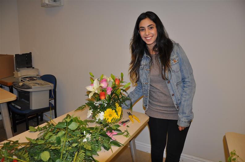 גלרייה - שיעור עיצוב ושזירת פרחים קורס הפקת אירועים מחזור 9, 34 מתוך 38