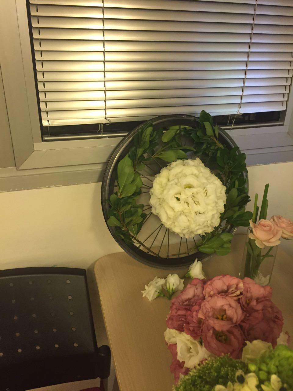 גלרייה - שזירת פרחים - קורס עיצוב ניהול והפקת אירועים מחזור 15, 13 מתוך 22