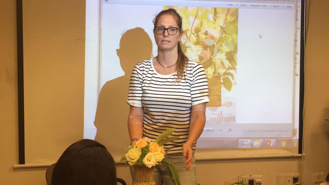 גלרייה - שזירת פרחים - קורס עיצוב ניהול והפקת אירועים מחזור 15, 14 מתוך 22