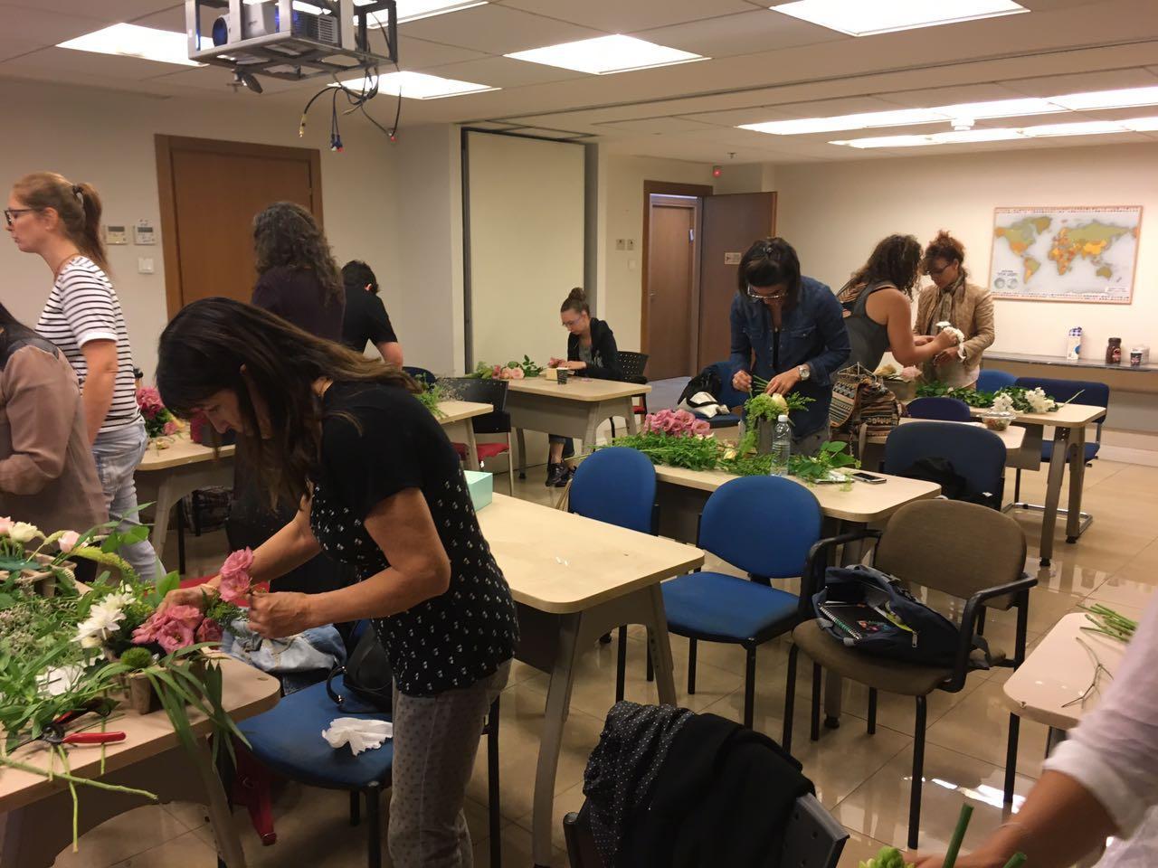 גלרייה - שזירת פרחים - קורס עיצוב ניהול והפקת אירועים מחזור 15, 17 מתוך 22