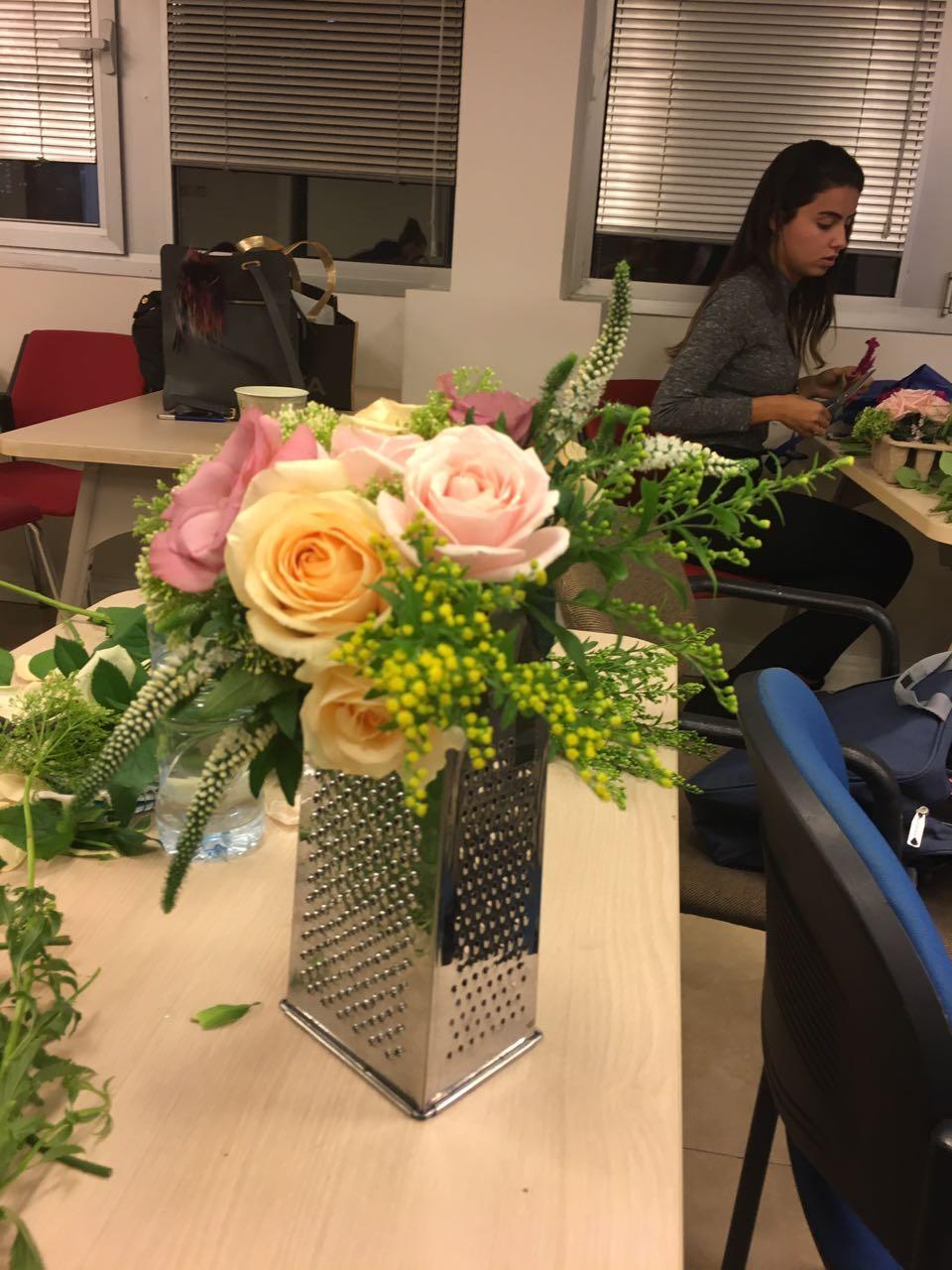 גלרייה - שזירת פרחים - קורס עיצוב ניהול והפקת אירועים מחזור 15, 20 מתוך 22