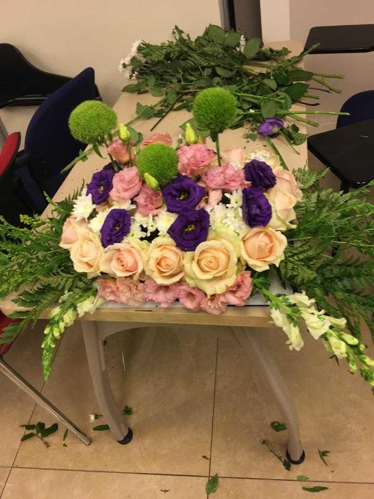 גלרייה - שיעור שזירת פרחים - קורס הפקת אירועים מחזור 23, 1 מתוך 32