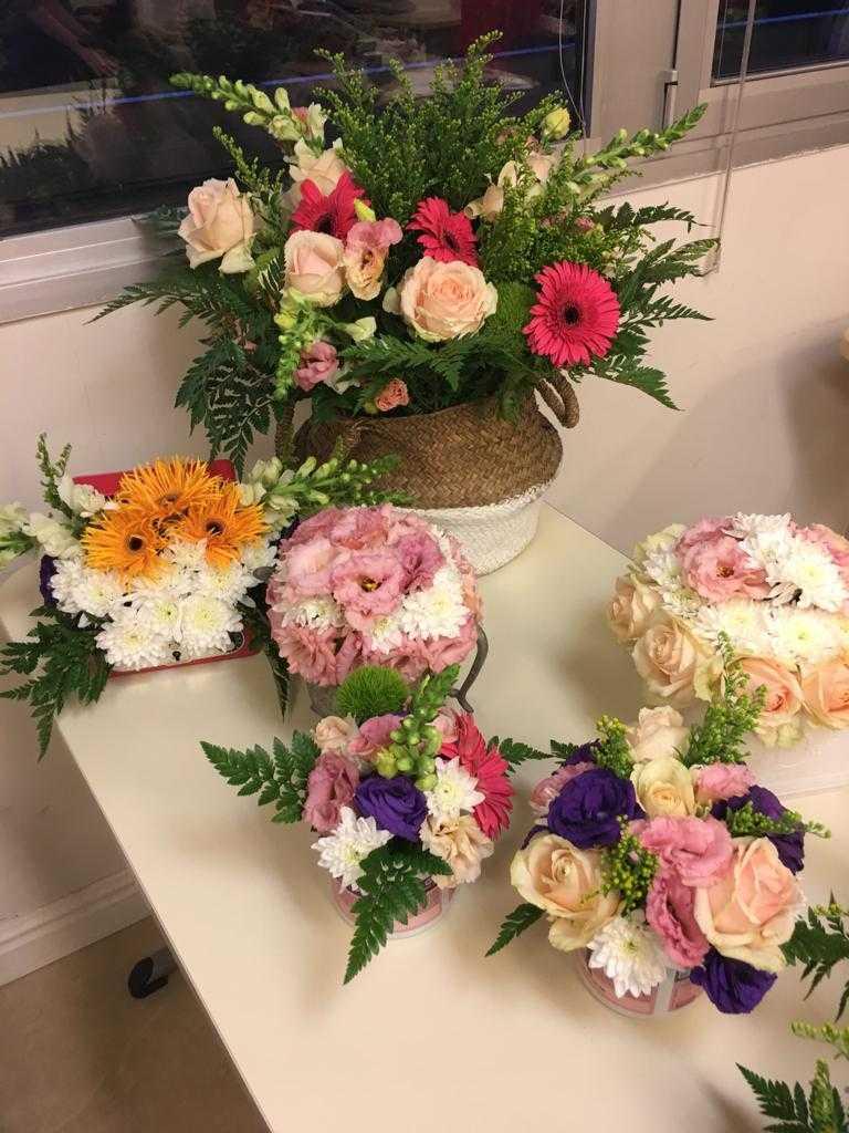 גלרייה - שיעור שזירת פרחים - קורס הפקת אירועים מחזור 23, 2 מתוך 32