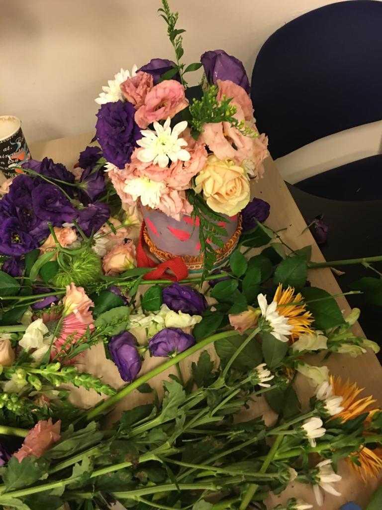 גלרייה - שיעור שזירת פרחים - קורס הפקת אירועים מחזור 23, 3 מתוך 32