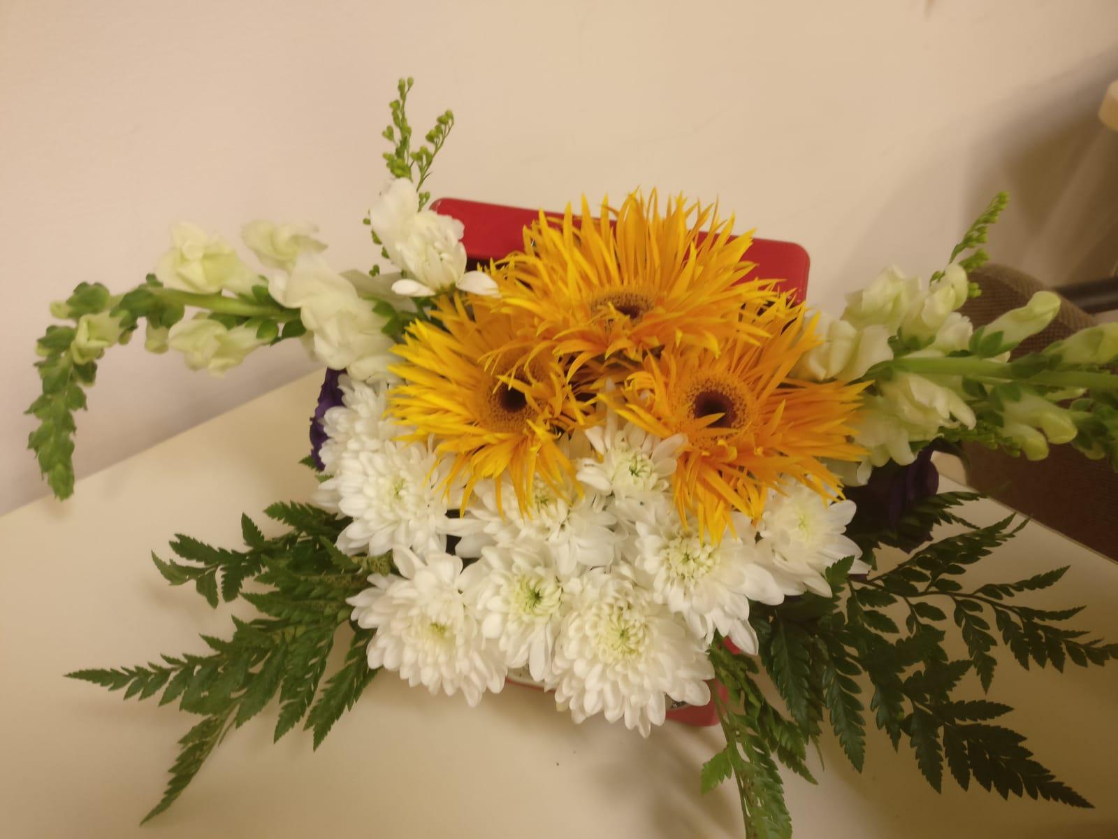 גלרייה - שיעור שזירת פרחים - קורס הפקת אירועים מחזור 23, 10 מתוך 32