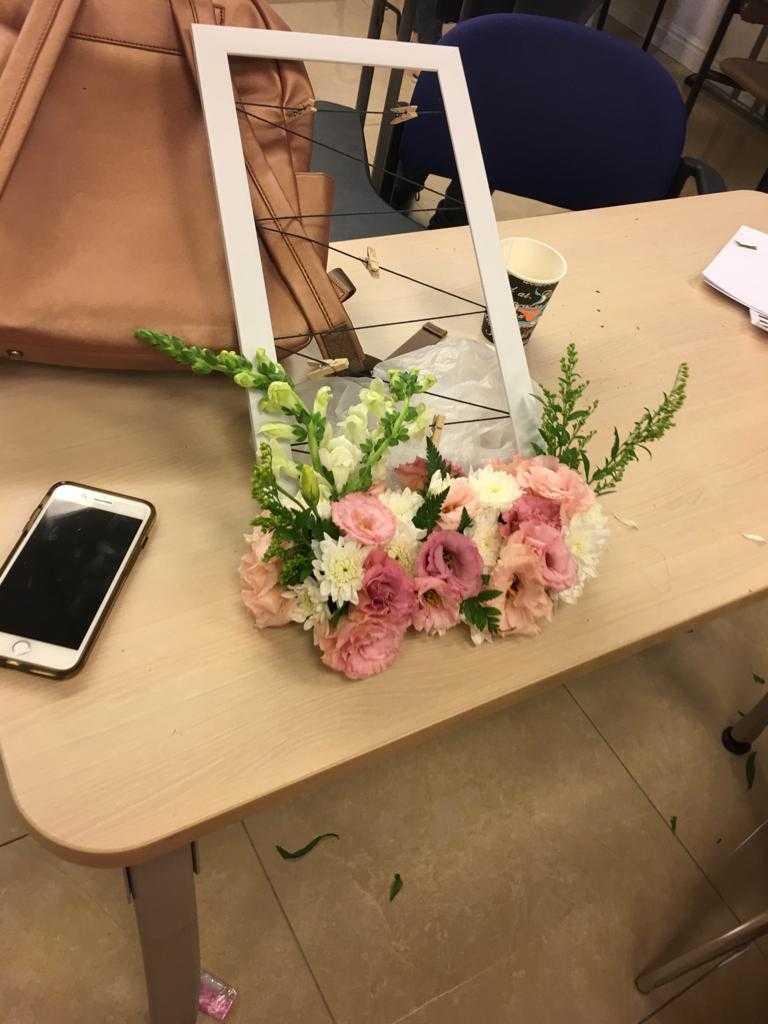 גלרייה - שיעור שזירת פרחים - קורס הפקת אירועים מחזור 23, 4 מתוך 32