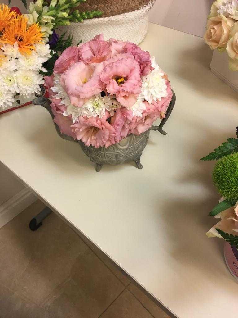 גלרייה - שיעור שזירת פרחים - קורס הפקת אירועים מחזור 23, 16 מתוך 32