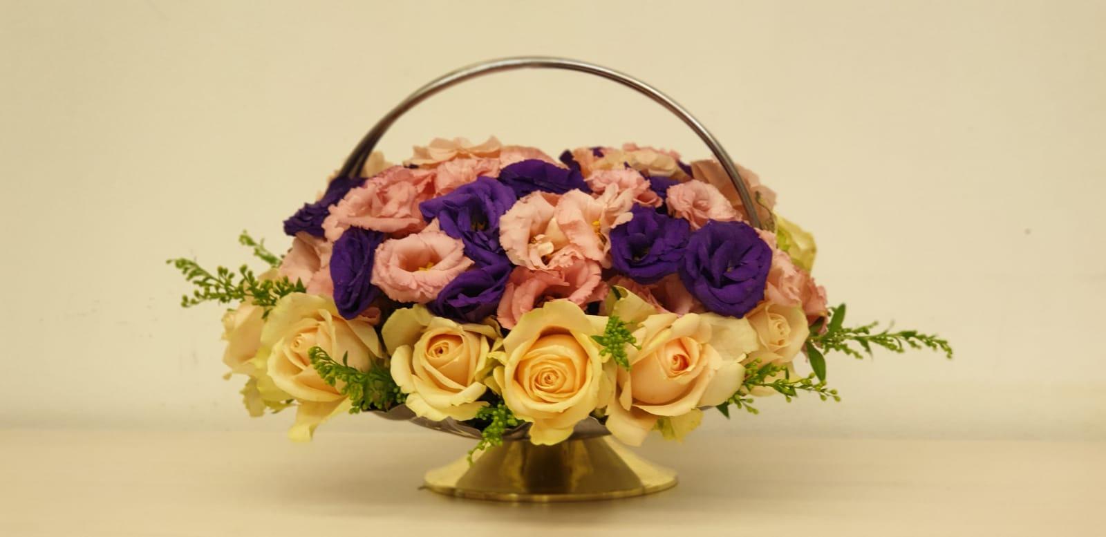 גלרייה - שיעור שזירת פרחים - קורס הפקת אירועים מחזור 23, 15 מתוך 32