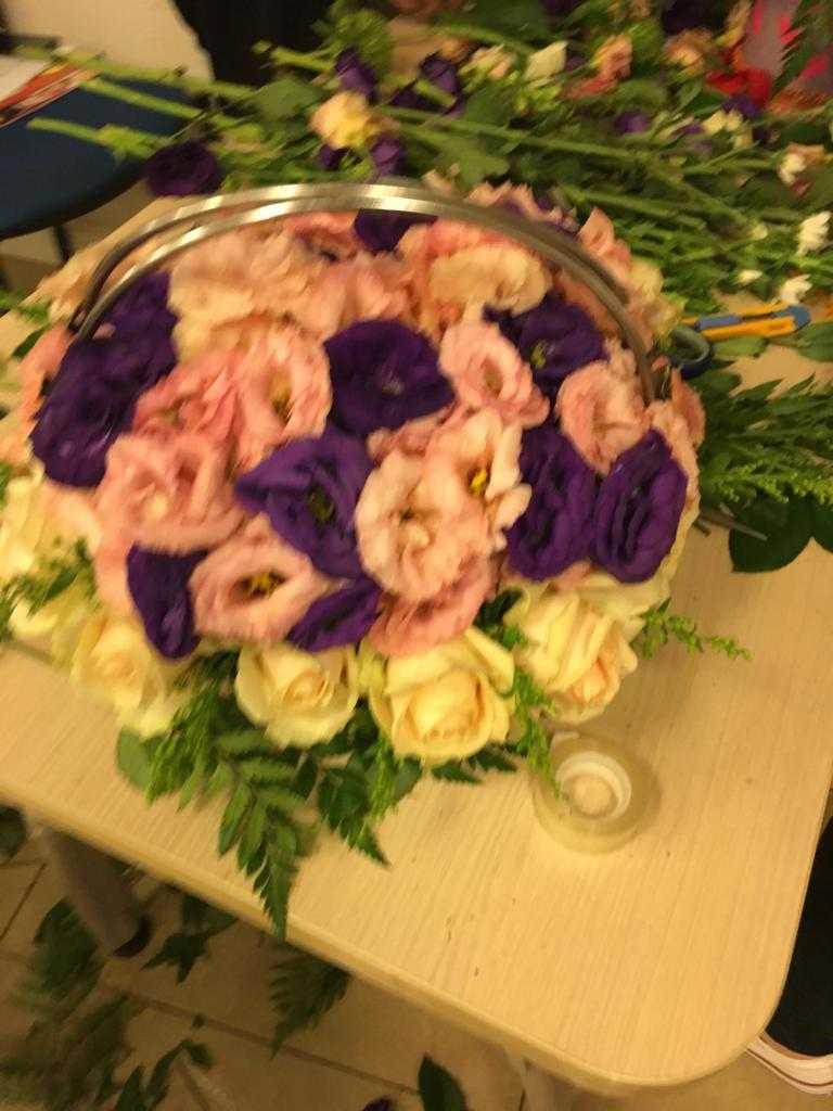 גלרייה - שיעור שזירת פרחים - קורס הפקת אירועים מחזור 23, 12 מתוך 32