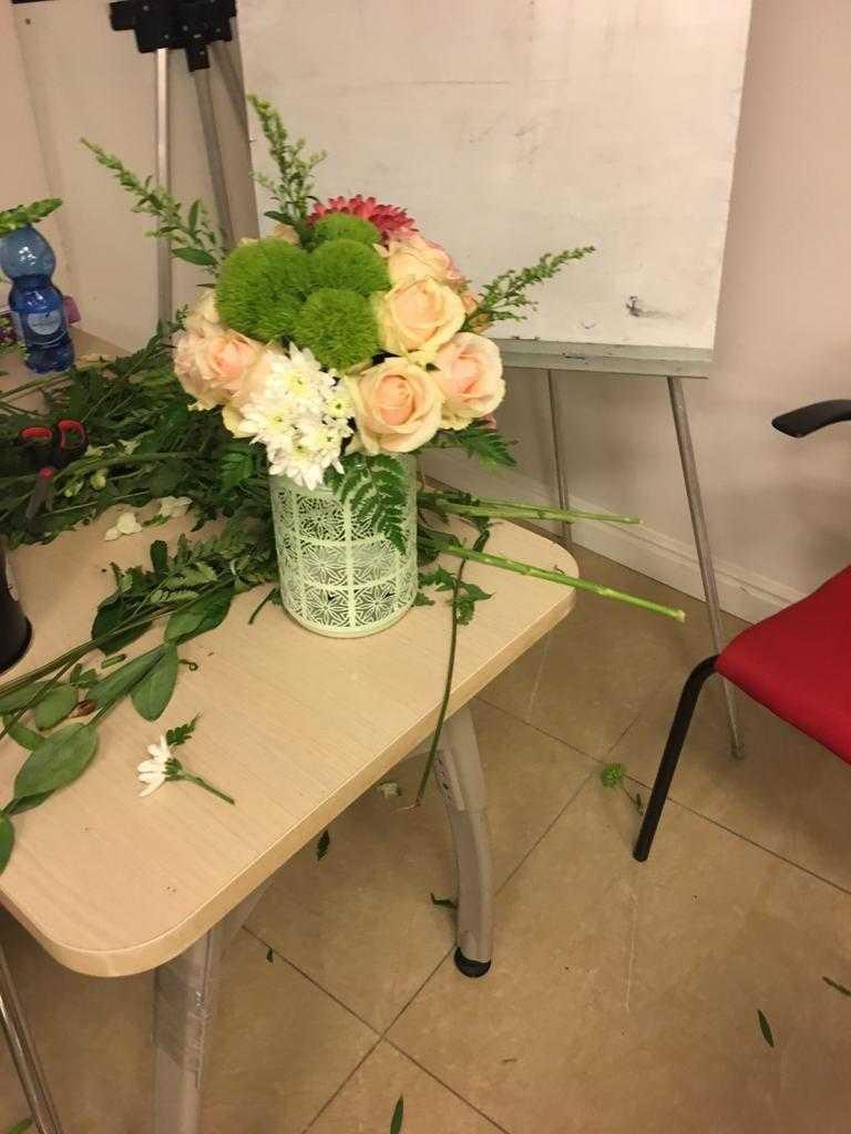 גלרייה - שיעור שזירת פרחים - קורס הפקת אירועים מחזור 23, 23 מתוך 32