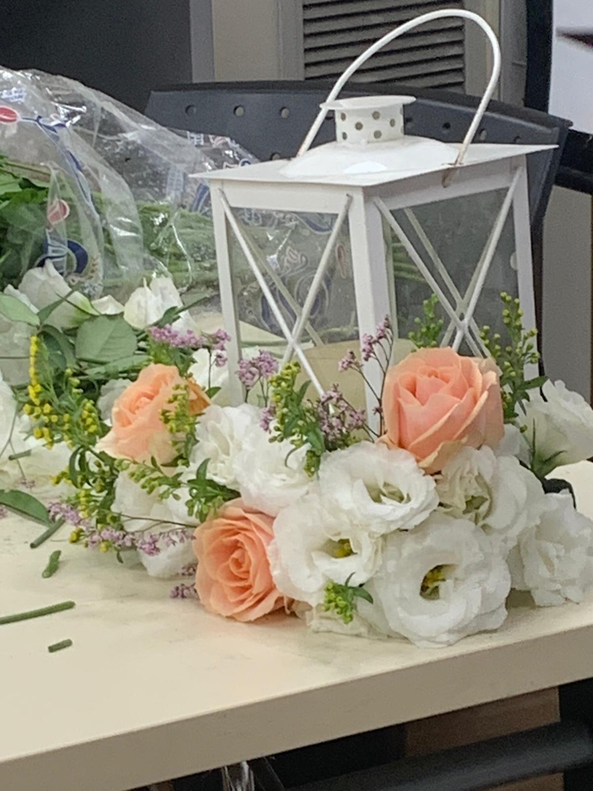 גלרייה - שיעור שזירת פרחים - קורס הפקת אירועים מחזור 24, 9 מתוך 35