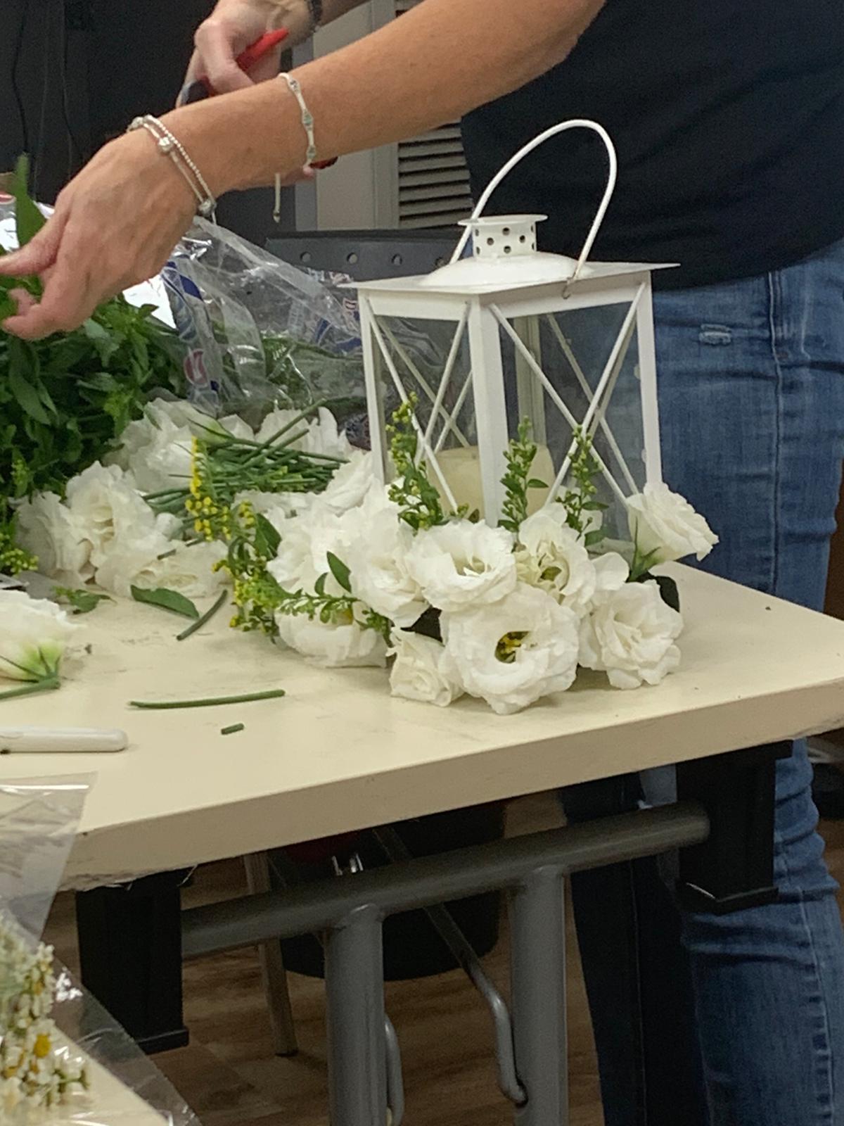 גלרייה - שיעור שזירת פרחים - קורס הפקת אירועים מחזור 24, 7 מתוך 35