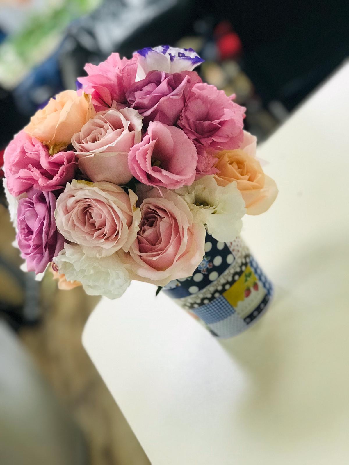 גלרייה - שיעור שזירת פרחים - קורס הפקת אירועים מחזור 24, 3 מתוך 35