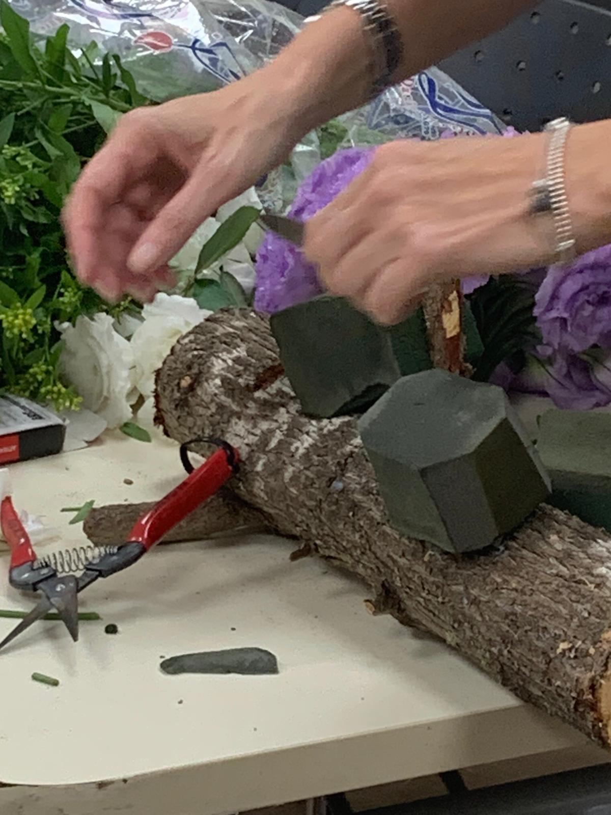 גלרייה - שיעור שזירת פרחים - קורס הפקת אירועים מחזור 24, 12 מתוך 35