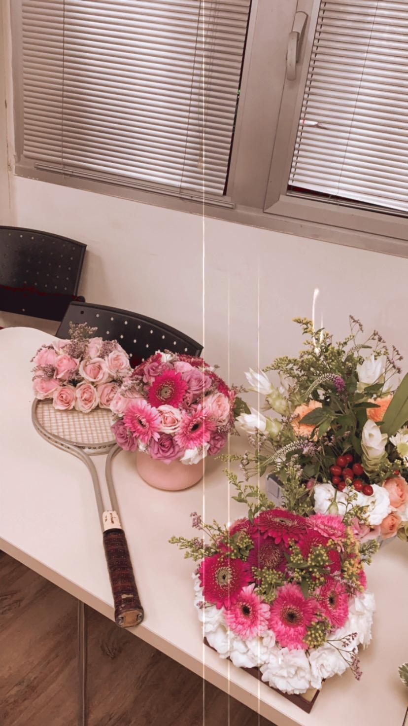 גלרייה - שיעור שזירת פרחים - קורס הפקת אירועים מחזור 24, 4 מתוך 35