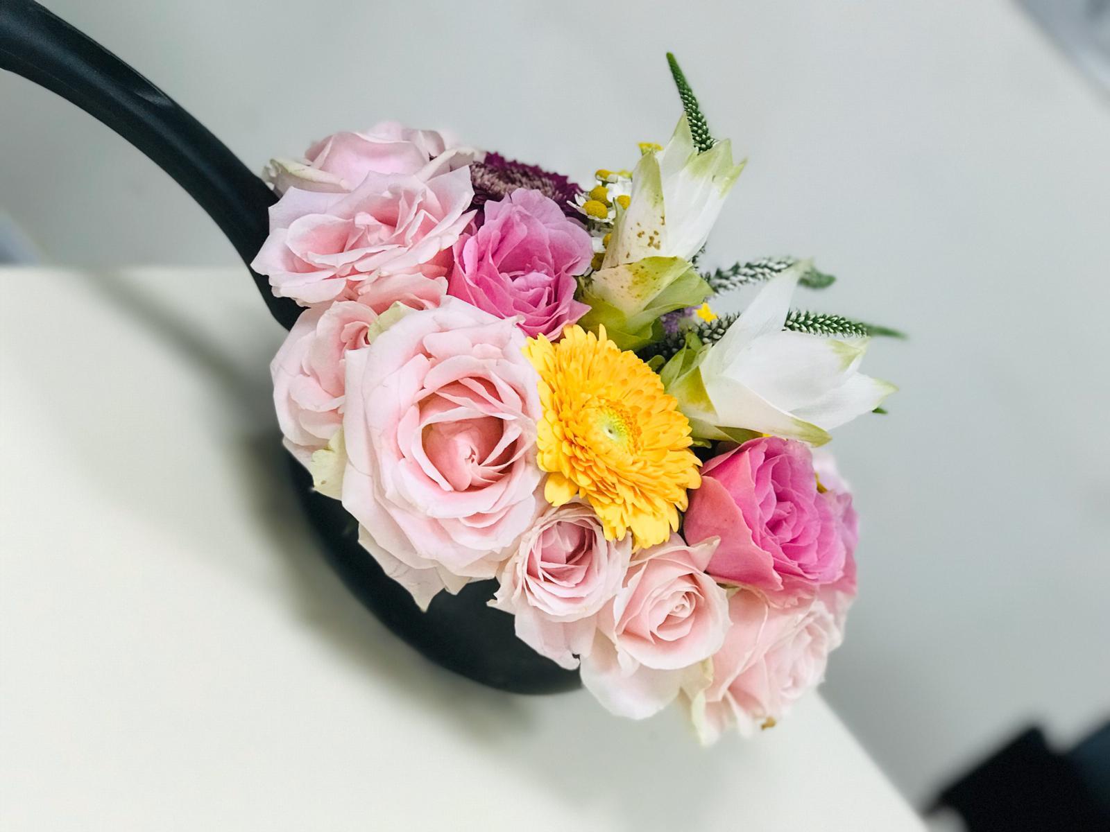 גלרייה - שיעור שזירת פרחים - קורס הפקת אירועים מחזור 24, 32 מתוך 35
