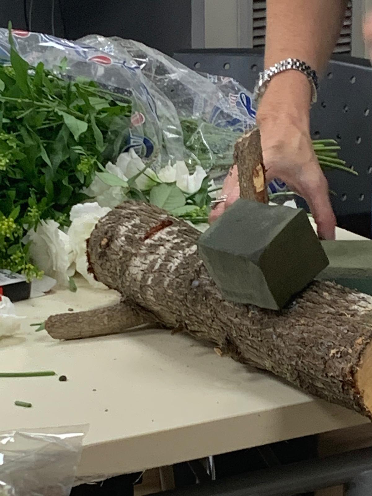 גלרייה - שיעור שזירת פרחים - קורס הפקת אירועים מחזור 24, 35 מתוך 35