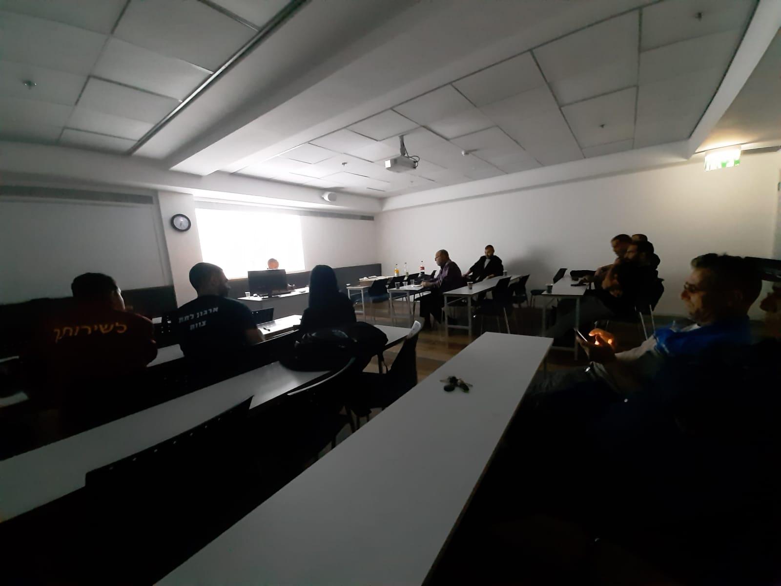 גלרייה - סיום קורס ניהול לוגיסטיקה ומחסן ממוחשב בכיר מחזור 39, 19 מתוך 38