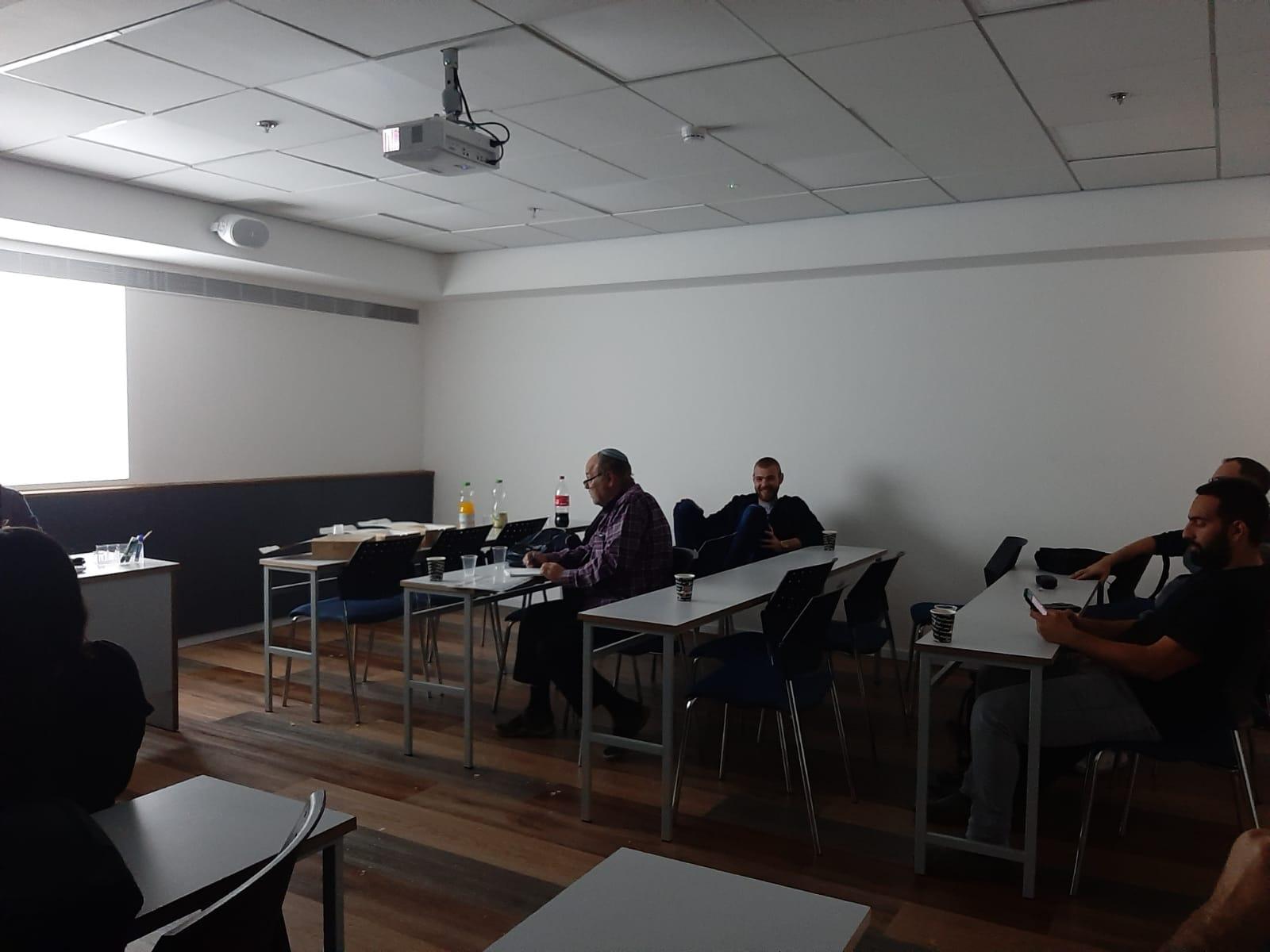 גלרייה - סיום קורס ניהול לוגיסטיקה ומחסן ממוחשב בכיר מחזור 39, 6 מתוך 38