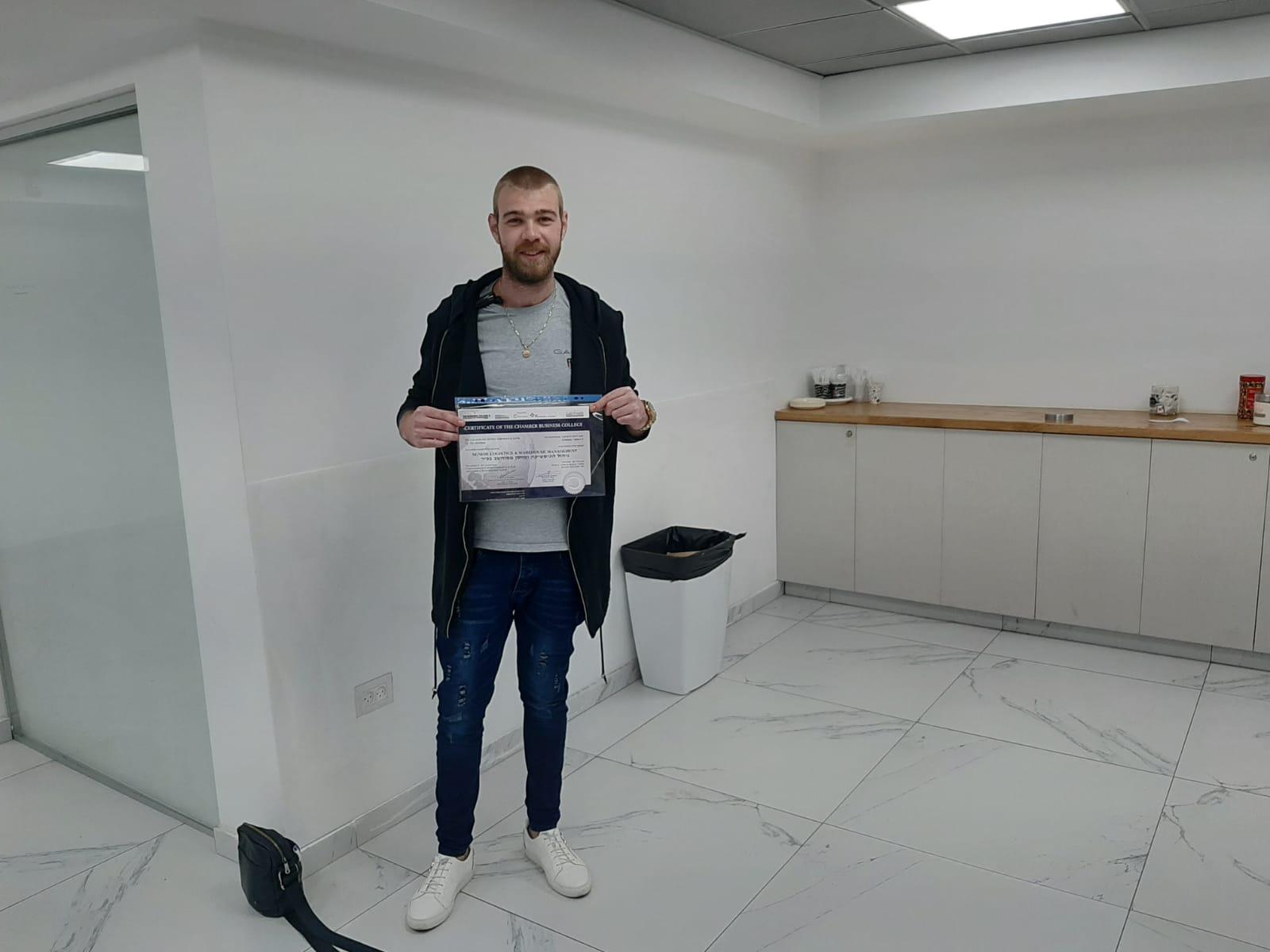 גלרייה - סיום קורס ניהול לוגיסטיקה ומחסן ממוחשב בכיר מחזור 39, 30 מתוך 38