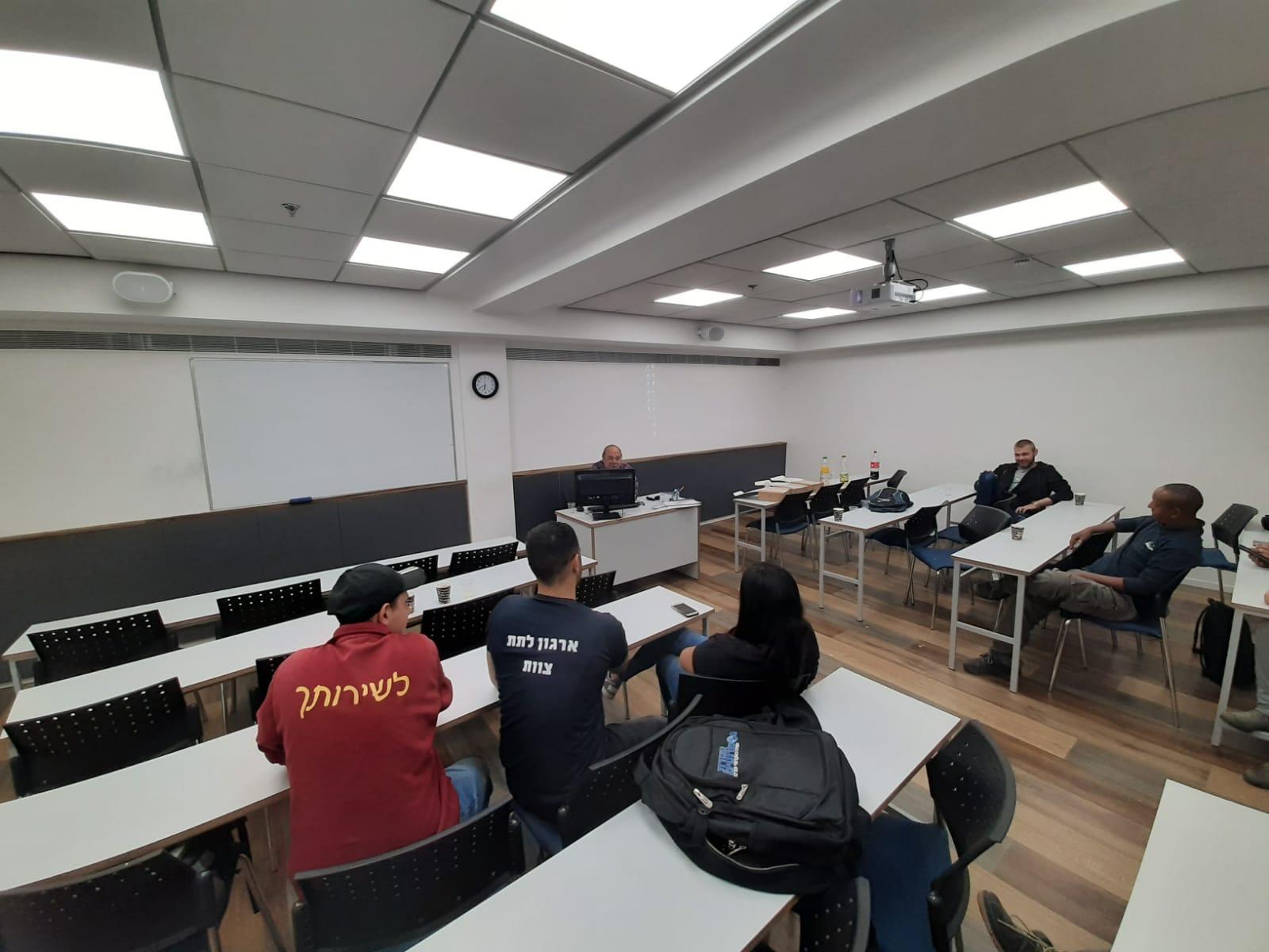 גלרייה - סיום קורס ניהול לוגיסטיקה ומחסן ממוחשב בכיר מחזור 39, 33 מתוך 38