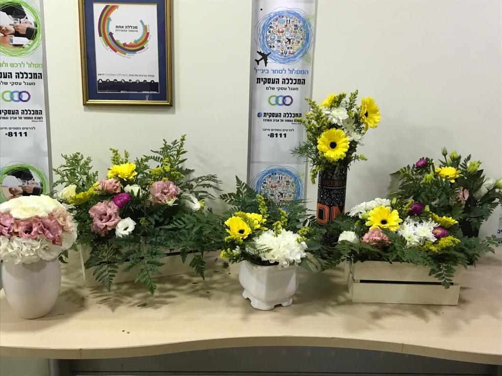 גלרייה - קורס הפקת אירועים מחזור 25 - בשיעור שזירת פרחים , 2 מתוך 7