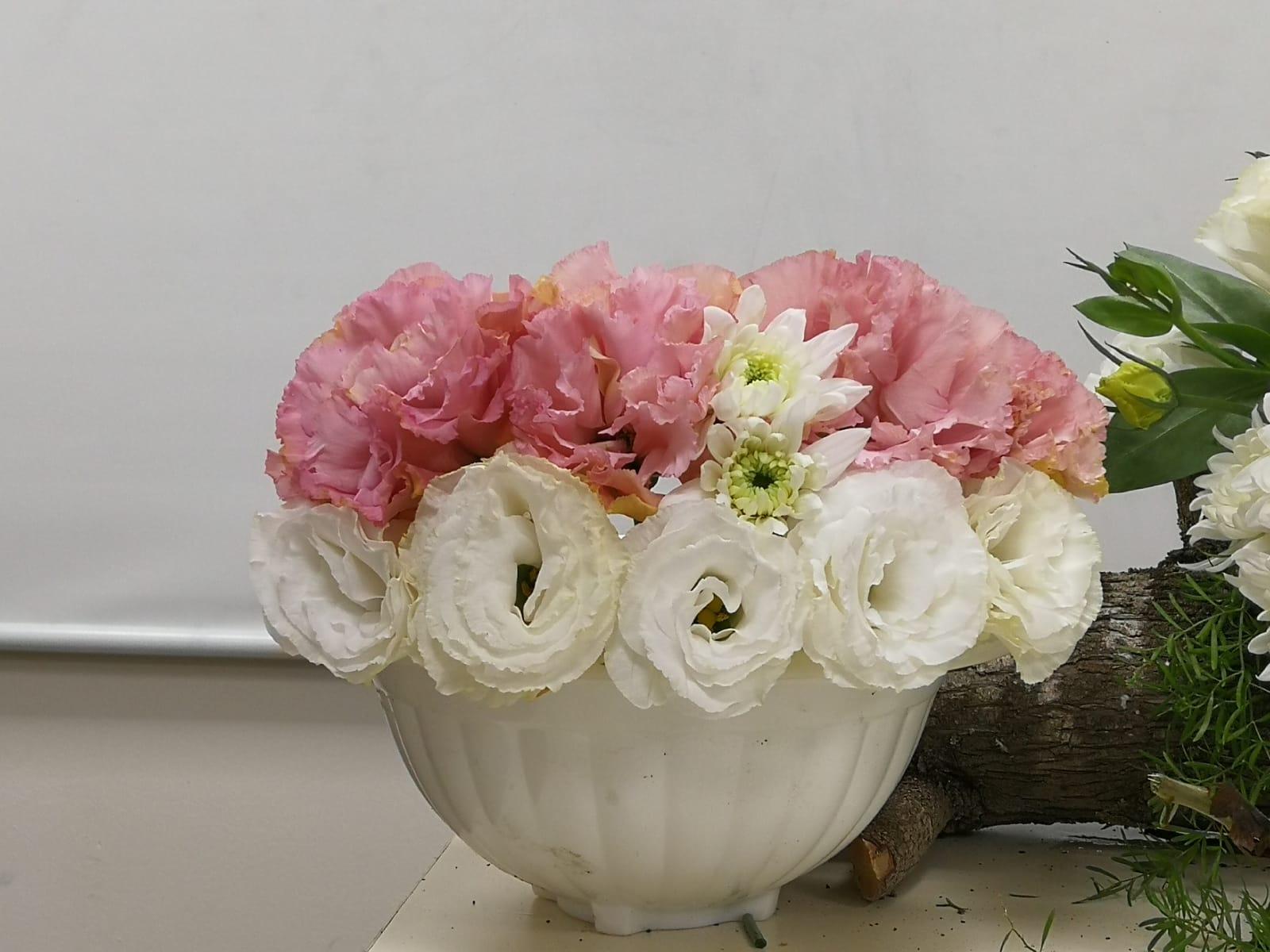 גלרייה - קורס הפקת אירועים מחזור 25 - בשיעור שזירת פרחים , 3 מתוך 7