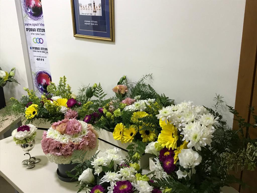גלרייה - קורס הפקת אירועים מחזור 25 - בשיעור שזירת פרחים , 1 מתוך 7