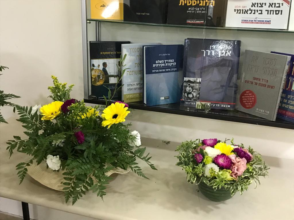 גלרייה - קורס הפקת אירועים מחזור 25 - בשיעור שזירת פרחים , 4 מתוך 7