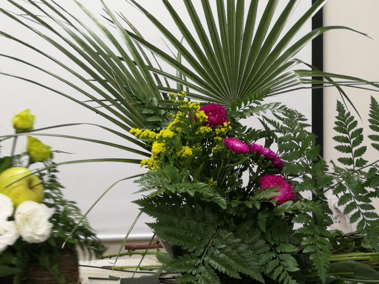 גלרייה - קורס הפקת אירועים מחזור 25 - בשיעור שזירת פרחים , 6 מתוך 7