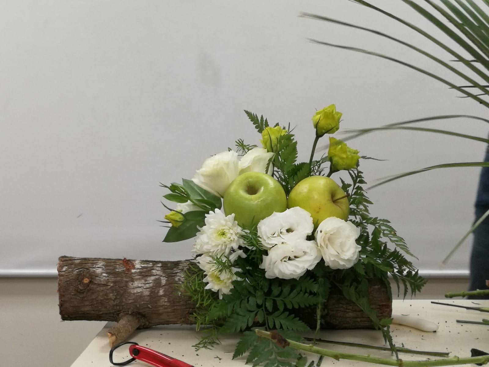 גלרייה - קורס הפקת אירועים מחזור 25 - בשיעור שזירת פרחים , 7 מתוך 7